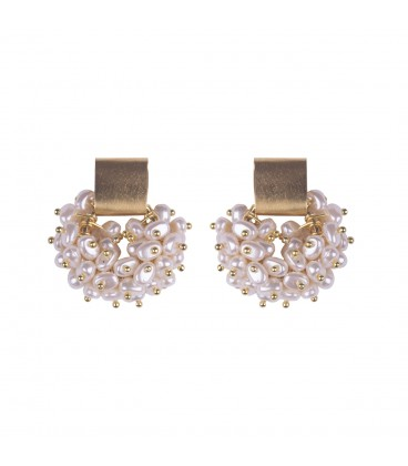 Stud pearl earrings.